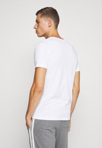 Lyle & Scott - MAXWELL 3 PACK - Pyjama top - bright white/grey marl/black - 2