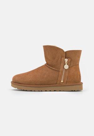 BAILEY ZIP MINI - Snowboots  - chestnut