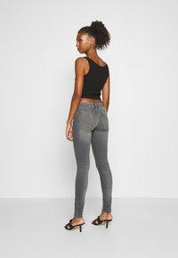 Diesel - SLANDY-LOW-ZIP - Jeans Skinny Fit - grey - 2