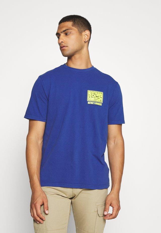 UNISEX  SET IN TEE - Camiseta estampada - cobalt