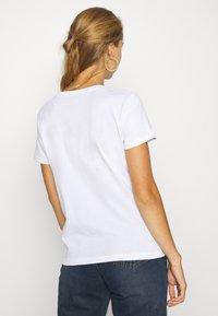 Alpha Industries - NEW FOIL - T-shirt print - white/metal gold - 2