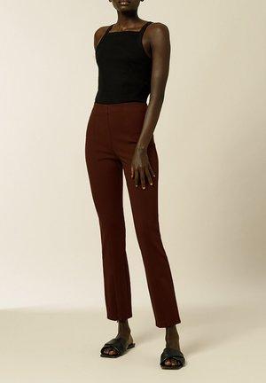 PHILIPPA - Spodnie materiałowe - marsalla