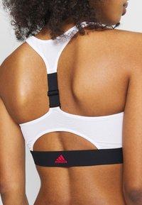 adidas Performance - SH3.RO STRNGR - Bikinitoppe - black/white - 5