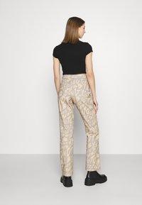 Jaded London - BOYFRIEND FIT GRAFFITI PRINT JEAN - Relaxed fit jeans - multi - 2