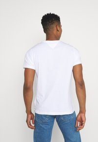 Tommy Jeans - METALLIC SCRIPT TEE  - T-shirt con stampa - white - 2