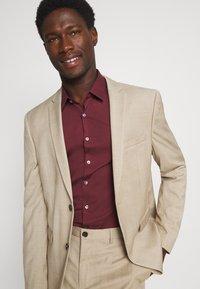 Calvin Klein Tailored - LOGO STRETCH EXTRA SLIM - Formal shirt - tawny port - 3