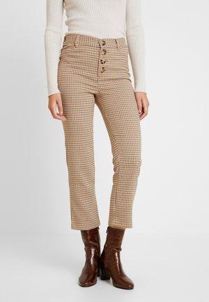 GYM CUADROS BOT - Spodnie materiałowe - beige/camel