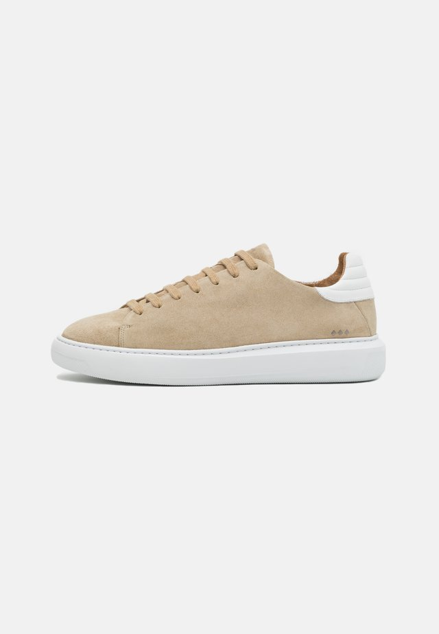 COSMOS DERBY SHOE - Sneaker low - camel
