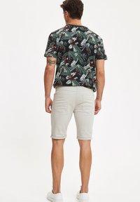 DeFacto - Denim shorts - ecru - 2