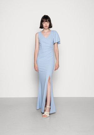 MAGGIE V NECK DRESS - Žerzejové šaty - baby blue