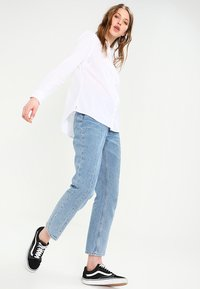 Tommy Jeans - ORIGINAL LIGHT OXFORD  - Button-down blouse - classic white - 1