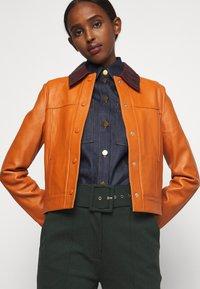 Victoria Victoria Beckham - PANNEL JACKET - Leather jacket - congac brown - 5