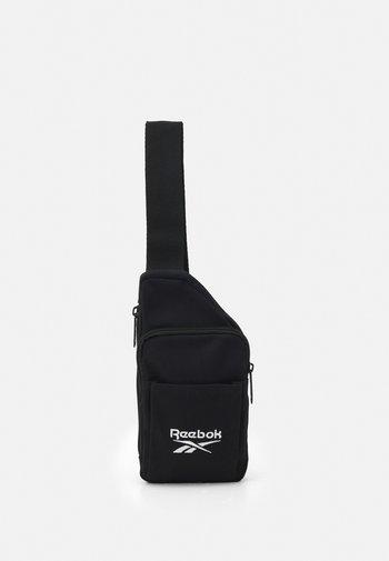 SMALL SLING BAG UNISEX - Skulderveske - black