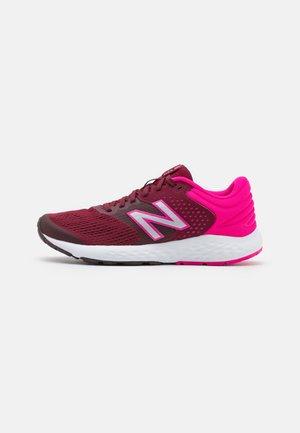 520 - Neutrální běžecké boty - maroon