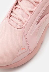 Puma - LQDCELL METHOD PEARL - Sports shoes - peachskin/nrgy peach - 5
