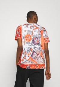 Desigual - SELMARIS - T-shirts med print - carmin - 2