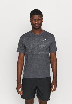 RUN MILER  - Print T-shirt - black heather/silver