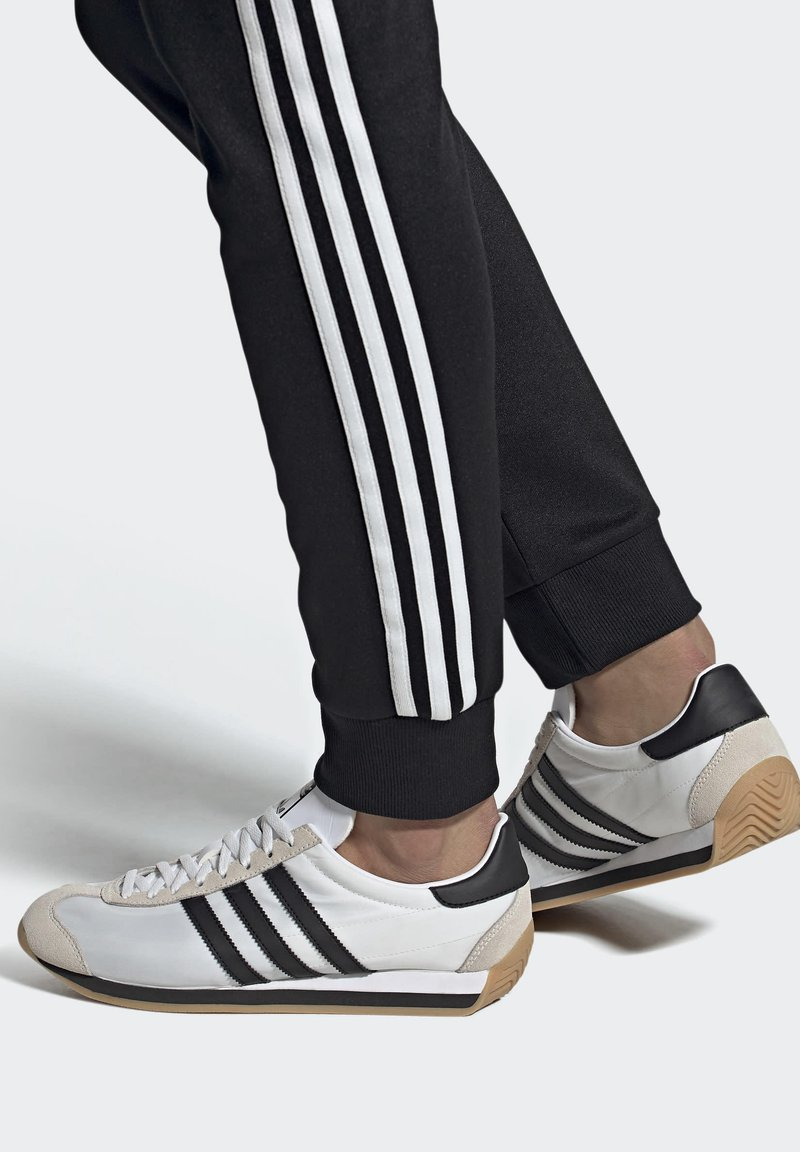 adidas Originals - COUNTRY OG SHOES - Sneakers basse - white