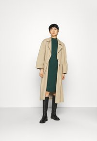 Modström - KROWN TSHIRT DRESS - Strikket kjole - bottle green - 1