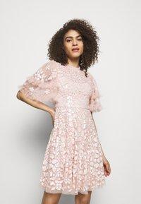 Needle & Thread - AURELIA MINI DRESS - Sukienka koktajlowa - strawberry icing - 0