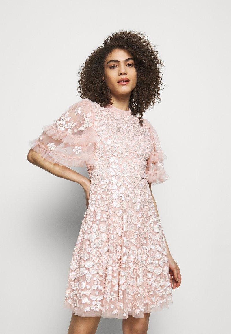 Needle & Thread - AURELIA MINI DRESS - Sukienka koktajlowa - strawberry icing
