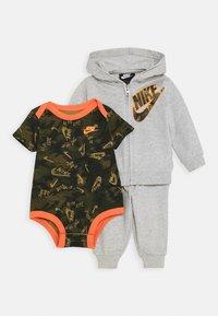 Nike Sportswear - CRAYON SET - Body - stone heather - 0
