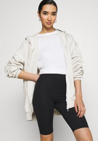 Monki - EDDA 2 PACK - Shorts - black dark/beige - 4