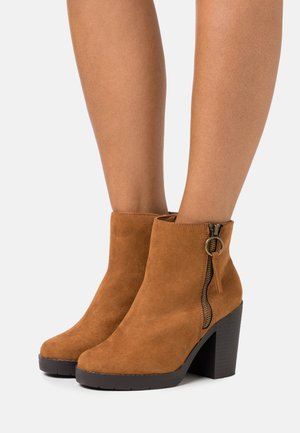 WIDE FIT ABBY SIDE ZIP BOOT - High heeled ankle boots - tan