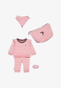 Tommy Hilfiger - BABY RUGBY STRIPE GIFTPACK SET - Foulard - pink icing - 5