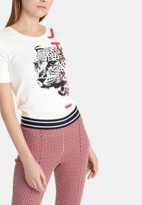 Marc Cain - Print T-shirt - offwhite - 0