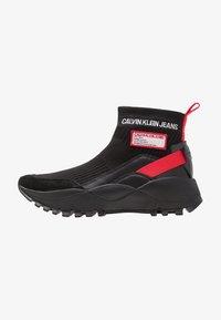 Calvin Klein Jeans - TYSHA - Sneakersy wysokie - black/tomato - 1