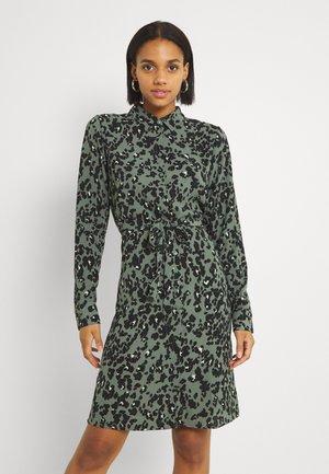 VMSAGA COLLAR SHIRT DRESS  - Košilové šaty - laurel wreath/fenya