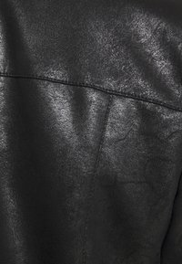 ONLY - ONLNOELLA JACKET - Veste en similicuir - black - 4