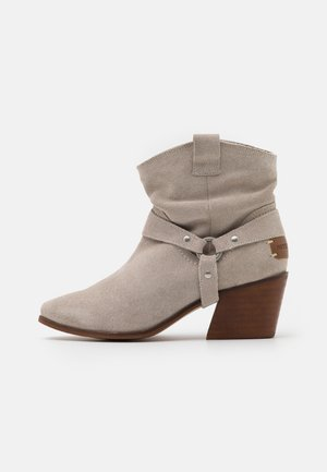 CAMILA - Cowboy/biker ankle boot - ice
