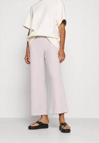 Soyaconcept - SC-TAMIE 2 - Trousers - cream melange - 0