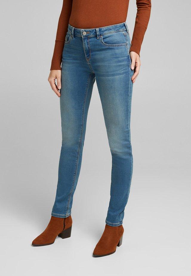 MR SLIM MOD - Slim fit jeans - blue light washed