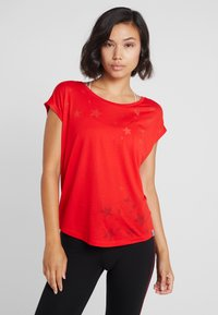 ONLY Play - ONPADINE CURVED BURNOUT TEE - T-shirt med print - flame scarlet - 2