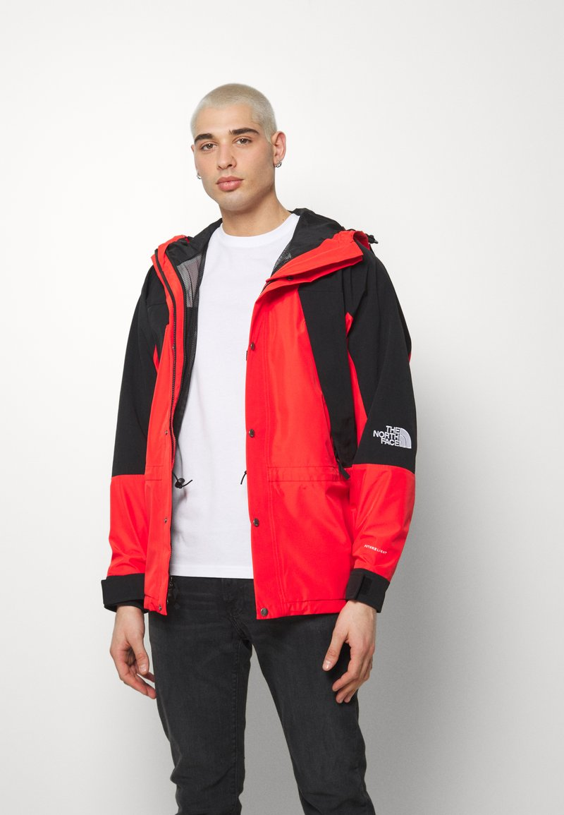 The North Face - RETRO MOUNTAIN FUTURE LIGHT JACKET - Regnjacka - fiery red