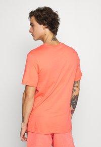 Nike Sportswear - JDI WASH TEE - Print T-shirt - magic ember - 2