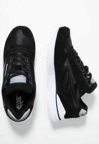 Hi-Tec - SHADOW - Chaussures d'entraînement et de fitness - black/cool grey - 1