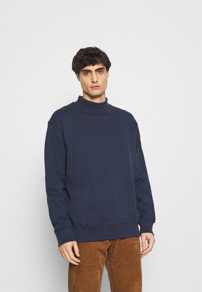Selected Homme - SLHLOOSEDAWSON HIGH NECK - Felpa - navy blazer
