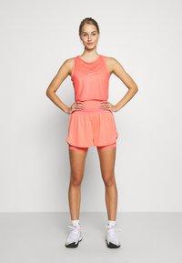 Nike Performance - DRY SHORT - Pantalón corto de deporte - sunblush/white - 1