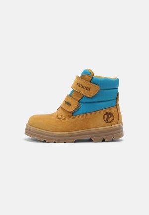 UNISEX - Winter boots - senape/turchese