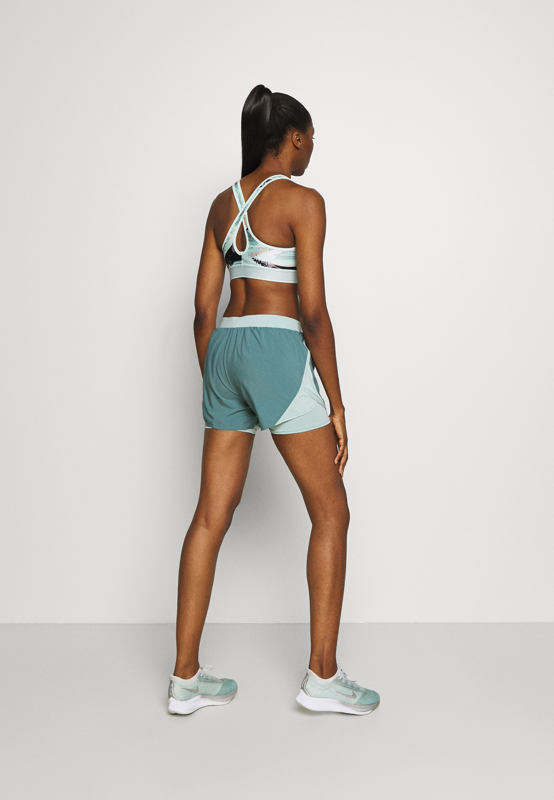 Under Armour FLY BY - Sports shorts - lichen blue DSnTM
