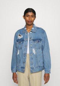 Missguided - DISTRESSED BOYFRIEND JACKET - Denim jacket - blue - 0