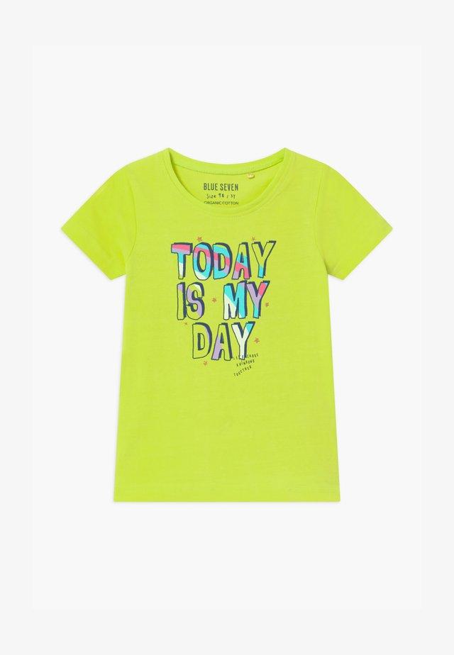 SMALL GIRLS RAINBOW - Print T-shirt - hell grün