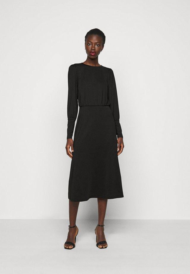 VMNEXT CALF DRESS TALL - Sukienka z dżerseju - black