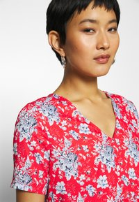 Rich & Royal - DRESS PRINTED - Denní šaty - summer red - 5
