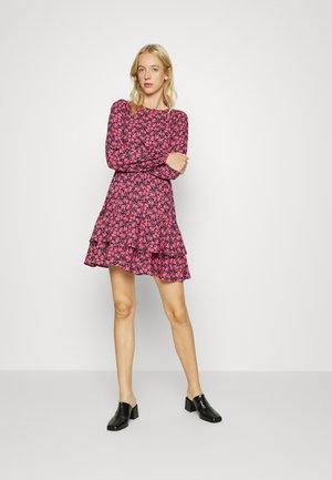 VMVILBA O NECK DRESS  - Vestito estivo - navy blazer/hot pink