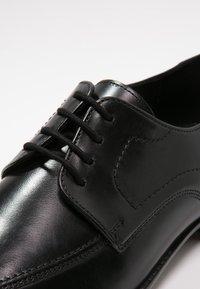 Lloyd - GAMON - Elegantní šněrovací boty - schwarz - 5